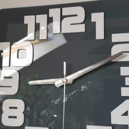 Zegar ścienny COMIC - Szary / biały